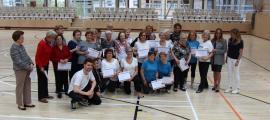 La gent gran d'Escaldes-Engordany rep els diplomes després d'haver finalitzat els tallers esportius.