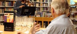 Moment de la cata dels vins de la Casa Auvinyà amb la música d'Alexandre Aràjol en l'edició del 2018.