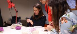Un moment del taller monogràfic de sandàlies dut a terme aquest dimarts a Encamp.