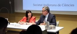 Àngels MAch i Albert Moles, en la presentació del llibre 'El parlamentarisme andorrà: 31a Diada andorrana a l'UCE'.