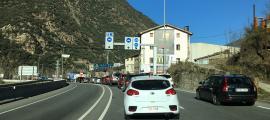 Entrada de vehicles per la frontera hispanoandorrana.