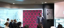 David Tiago explica el projecte de Paymeter en el Demo Day.