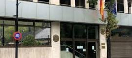 La façana de l'ambaixada espanyola.