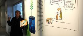 El president de Cartooning for Peace, Jean Plantu, el dia que es va inaugurar 'Ça chauffe pour la planète'.