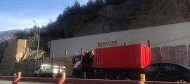 Els vehicles que han participat en el transport de material aquest dimecres al matí.