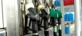 Sortidors de carburant en una benzinera d'Andorra.