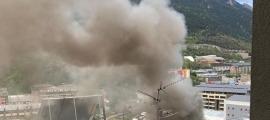 Aquesta és la fumarada que va provocar l'incendi.