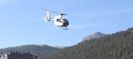 Un helicòpter com el que s'ha utilitzat per retirar les torres.
