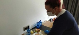 Una voluntària a l'hotel Cèntric.