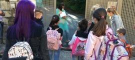 Els infants comencen a entrar a l'escola amb mesures d'higiene i seguretat.