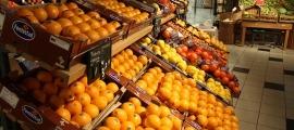 La secció de fruiteria d'un establiment comercial.