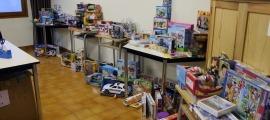Algunes de les joguines recollides en una campanya antiga de Càritas.