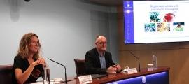 La ministra de Medi Ambient, Agricultura i Sostenibilitat, Sílvia Calvó, i el director d'Agricultura, Josep Casals, durant la roda de premsa de presentació del reglament relatiu a la producció ecològica.