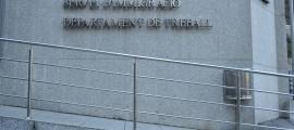 El servei d'Immigració i el departament de Treball.