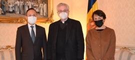 El copríncep episcopal, Joan-Enric Vives, amb el cap de Govern, Xavier Espot i la síndica general, Roser Suñé.