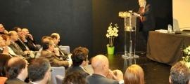 Arcadi Oliveres durant una de les seves intervencions a l'UdA.