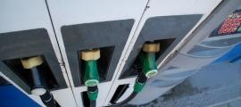 Un sortidor de gasolina en una estació de servei d'Andorra.