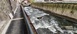 Un dels trams del passeig del riu que s'han remodelat