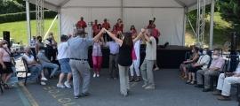 Sardanes a la festa major de Santa Coloma.