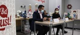 L'antic director d'i&i Serveis, Òscar Fernández, i la directora de serveis sociolaborals, Dolors Martínez, durant la roda de premsa d'aquest dimarts.