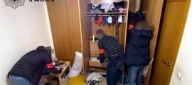 Escorcoll policial en un pis relacionat amb l'operació 'Redbull'.