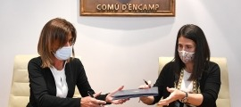 Vilarrubla i Mas en el moment de signar l'acord de cessió de l'espai.
