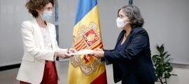 La ministra Ubach i l'ambaixadora del Canadà, Wendy Drukier.