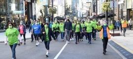 Participants en la Caminada contra el càncer.