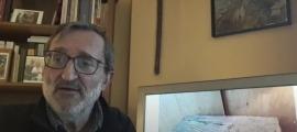 Jordi Guillamet, primer protagonista del cicle de l'IEA; darrere, la històrica caixa de casa Joan Antoni.