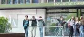 Imatge de l'exterior de les instal·lacions universitàries, a Sant Julià.
