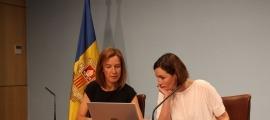 La ministra de Medi Ambient, Agricultura i Sostenibilitat, Sílvia Calvó, i la directora del departament de Medi Ambient i Sostenibilitat, Sílvia Ferrer, en una compareixença anterior.