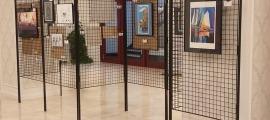 L'exposició del 9è Concurs d'Arts Plàstiques a l'antic Hotel Rosaleda.