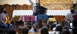Els alumnes de primera ensenyança d'Andorra la Vella a l'església de Sant Esteve per les audicions de l'Institut de Música.