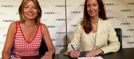 Inés Martí i Giisela Villagordo han signat aquest dimecres l'acord de col·laboració.