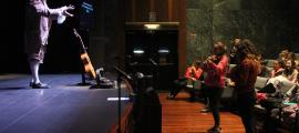 ANA/ Un moment de l'assaig d''El barber de Sevilla', on han assistit alumnes del María Moliner i de l'Agora International School.