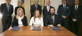 Borja Thyssen amb la seva mare i altres autoritats del país en una imatge d'ara fa uns anys.