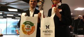 Medi Ambient creu que el nou preu de les bosses de plàstic serà dissuasori i l'ús minvarà Medi Ambient creu que el nou preu de les bosses de plàstic serà dissuasori i l'ús minvarà
