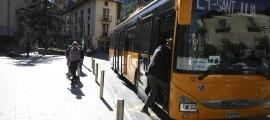Un autobús realitzant el servei de tranport públic nacional.