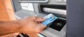 Un dels nous caixers de Crèdit Andorrà amb tecnologia 'contactless'.