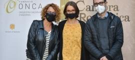 La cap de producció de la Fundació ONCA, Teresa Areny, la presidenta de l'Associació Amics del Cambra Romànica, Clara Pladevall, i el conseller de comú de Canillo, Cerni Pol.