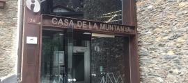 Entrada de la nova oficina de turisme d'Ordino ubicada a la Casa de la Muntanya.