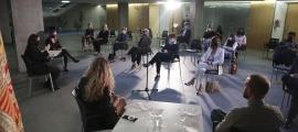 Un moment del debat 'Populisme i mitjans de comunicació' al vestíbul del Consell General.