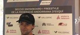 L'esquiador d'estil lliure de la FAE Carlitos Aguareles.