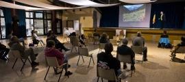 Una de les conferències fetes en el marc de la primera edició de la Pitavola del Comapedrosa.