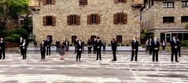 Els parlamentaris han mantingut el minut de respecte a la plaça del Consell