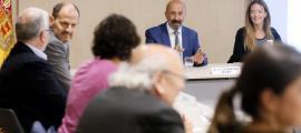 El ministre de Salut, Joan Martínez Benazet, en la reunió de la comissió del cordó umbilical, celebrada aquest matí.