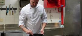 El cuiner de l'hotel Sant Gothard