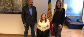 La presidenta d'AMIDA, Agustina Grandvallet, en una imatge d'arxiu, amb el ministre Benazet i la secretària d'Estat de Salut.