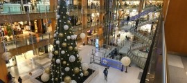 El centre comercial es prepara per rebre el Nadal.