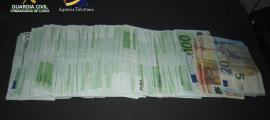 La guàrdia civil intervé 90.000 euros a tres persones quan marxaven d'Andorra